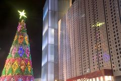 Kerstbomendecoratie bij Kerstmis en Nieuwjaarviering Stock Afbeeldingen