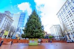 Kerstboom bij het Vierkant van het Pioniersgerechtsgebouw in Portland Oregon Royalty-vrije Stock Fotografie