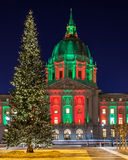Kerstboom bij San Francisco City Hall Stock Afbeeldingen