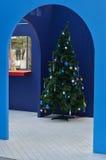 Kerstboom in de ruimte stock fotografie