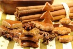 Kerstboom die van peperkoek wordt gemaakt Royalty-vrije Stock Afbeeldingen