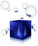 Kerstboom in een doos met bellen Stock Foto