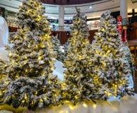 Kerstboom in een winkelcomplex royalty-vrije stock foto's