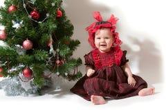 Kerstboom en baby-meisje Stock Foto's