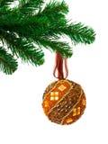 Kerstboom en bal stock foto's
