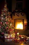 Kerstboom en de gift van Kerstmis Stock Afbeeldingen