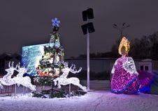 Kerstboom en elektrische beeldhouwwerken, Moskou Stock Foto's
