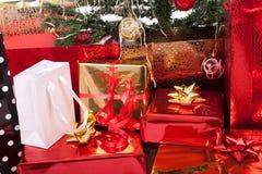 Kerstboom en Giften Royalty-vrije Stock Foto's