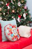 Kerstboom en huisdecoratie Royalty-vrije Stock Foto's