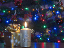 Kerstboom en Kerstmisgift Stock Foto