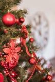 Kerstboom en klok Stock Afbeeldingen