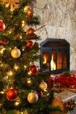 Kerstboom en open haard Royalty-vrije Stock Fotografie