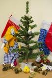 Kerstboom en poppen zacht stuk speelgoed Stock Fotografie