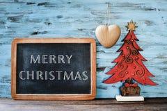 Kerstboom en tekst vrolijke Kerstmis in een bord Stock Afbeeldingen