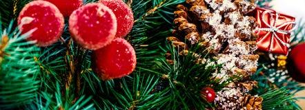 Kerstboom en vakantieornamenten Uitstekende Kerstboom Pi Stock Afbeelding
