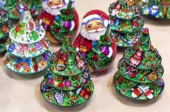 Kerstboom en van de Kerstman houten vakantie decoratie stock foto's