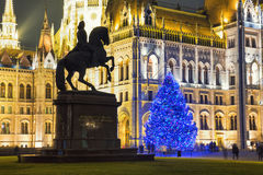 Kerstboom in Front Off Parliament Building Royalty-vrije Stock Fotografie