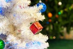 Kerstboom in gelukkige plaats Stock Foto's
