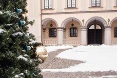 Kerstboom in het kasteel, Nesvizh, Wit-Rusland Stock Fotografie