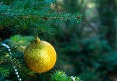 Kerstboom, Kerstmisspeelgoed, bal, parels Royalty-vrije Stock Foto's