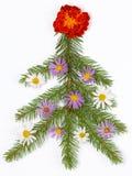 Kerstboom met bloemen wordt verfraaid die Royalty-vrije Stock Afbeelding