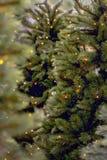 Kerstboom met gele lichten Royalty-vrije Stock Afbeeldingen
