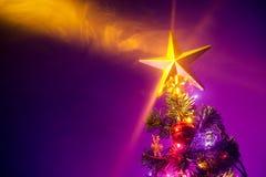 Kerstboom met glanzende ster Royalty-vrije Stock Afbeeldingen
