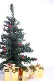Kerstboom met Kerstmisgiften Stock Afbeelding