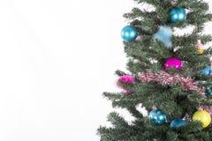 Kerstboom met Kerstmisornamenten en ballen Royalty-vrije Stock Afbeelding