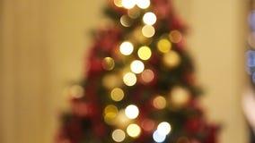Kerstboom met lichten het gloeien stock footage