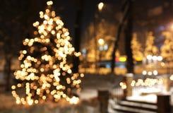 Kerstboom met lichten het gloeien Royalty-vrije Stock Foto's