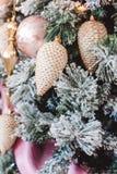 Kerstboom met mooie de winterdecoratie stock fotografie