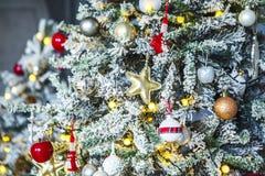 Kerstboom met rijp op spelden Stock Fotografie