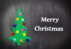 Kerstboom met speelgoed gemaakt tot †‹â€ ‹van gevoeld Stock Foto's