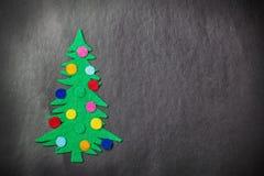 Kerstboom met speelgoed gemaakt tot †‹â€ ‹van gevoeld Stock Afbeeldingen