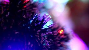 Kerstboom met vage bokeh dichte omhooggaand stock video
