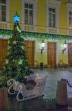 Kerstboom op de straat van St. Petersburg royalty-vrije stock afbeeldingen