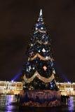 Kerstboom op het Vierkant van het Paleis bij nacht Stock Afbeeldingen