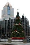 Kerstboom in stad royalty-vrije stock afbeelding