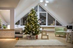 Kerstboom thuis royalty-vrije stock foto's