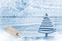 Kerstboom van droge stokken op houten, blauwe achtergrond wordt gemaakt die Royalty-vrije Stock Fotografie