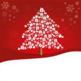 Kerstboom van mooi giftvakje wordt gemaakt op rode achtergrond met exemplaarruimte die royalty-vrije stock foto's
