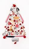Kerstboom van oude en antieke miniaturen in rood, zilver en stock foto