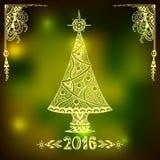 Kerstboom in zen-Krabbel stijl op onduidelijk beeldachtergrond in groen Royalty-vrije Stock Foto