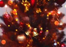 Kerstboomachtergrond met vaag, het vonken, het gloeien Gelukkige Nieuwjaar en Kerstmis Stock Foto