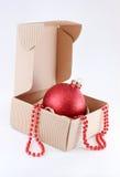 Kerstboombal in doos а stock foto's