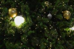 Kerstboomclose-up met magische decoratie stock afbeeldingen