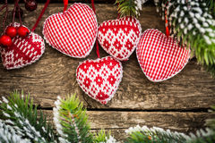 Kerstboomdecoratie die op tak hangen royalty-vrije stock afbeelding