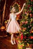 Kerstboomdecoratie in luxeflats royalty-vrije stock foto