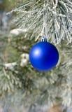Kerstboomdecoratie op een pijnboom Royalty-vrije Stock Fotografie